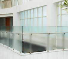 Glaszaun mit Pfosten Boden- und Seitenmontage - Sicherheitsglas